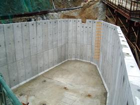 オープン式調整池の施工例