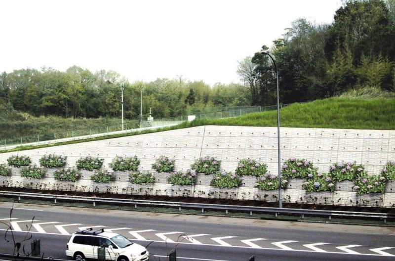 高速道路での緑化タイプの施工例