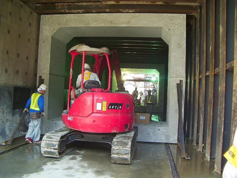 ボックスベアリング横引き工法の施工例