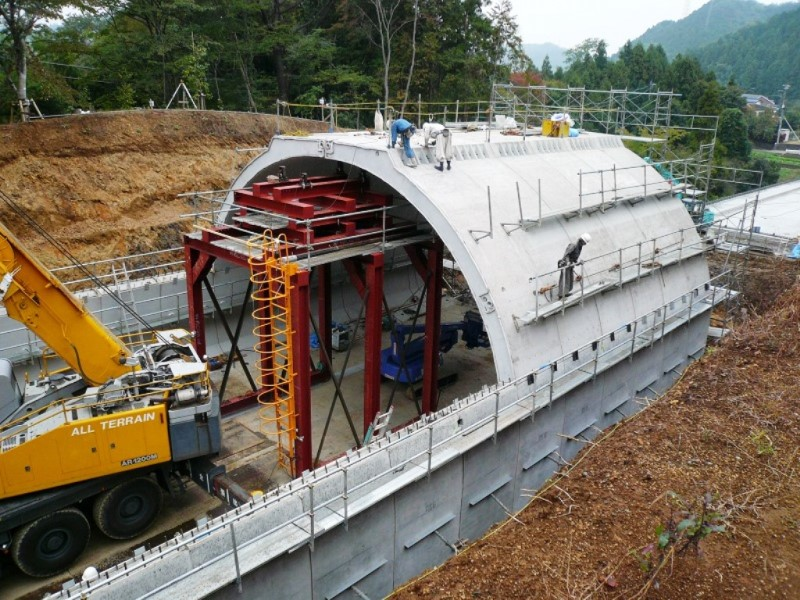 HK工法スパンザアーチ(開削プレキャストアーチトンネル)の施工例