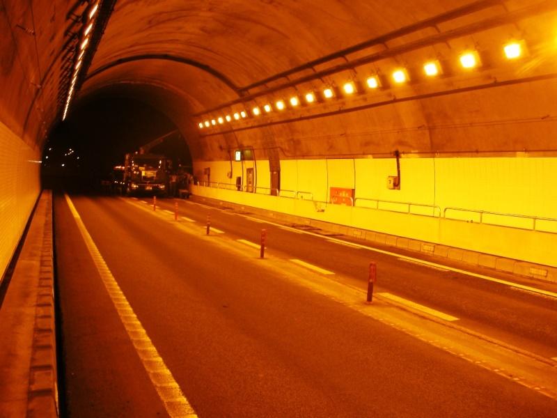 高速道路関連施設のL型プレキャスト監視員通路(Easy Path:イージーパス) の施工例