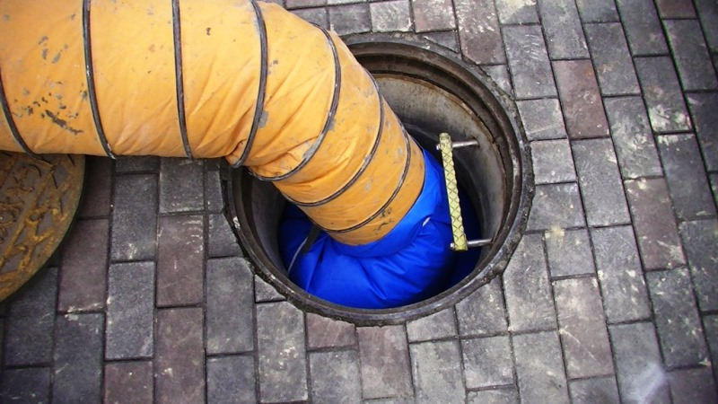 地下埋設式老朽化防火水槽の漏水対策工法のマリンリーブシート工法の施工例