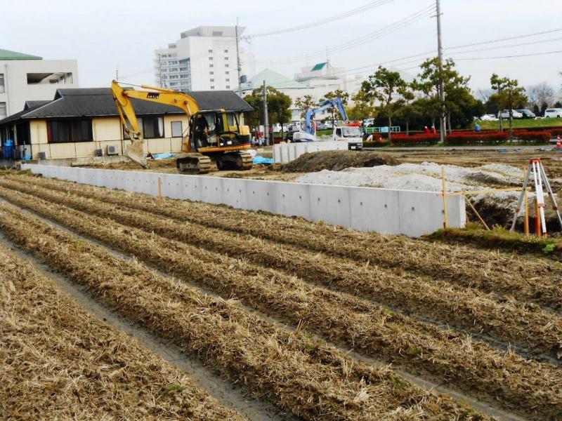 造成地擁壁でのL型擁壁の施工例