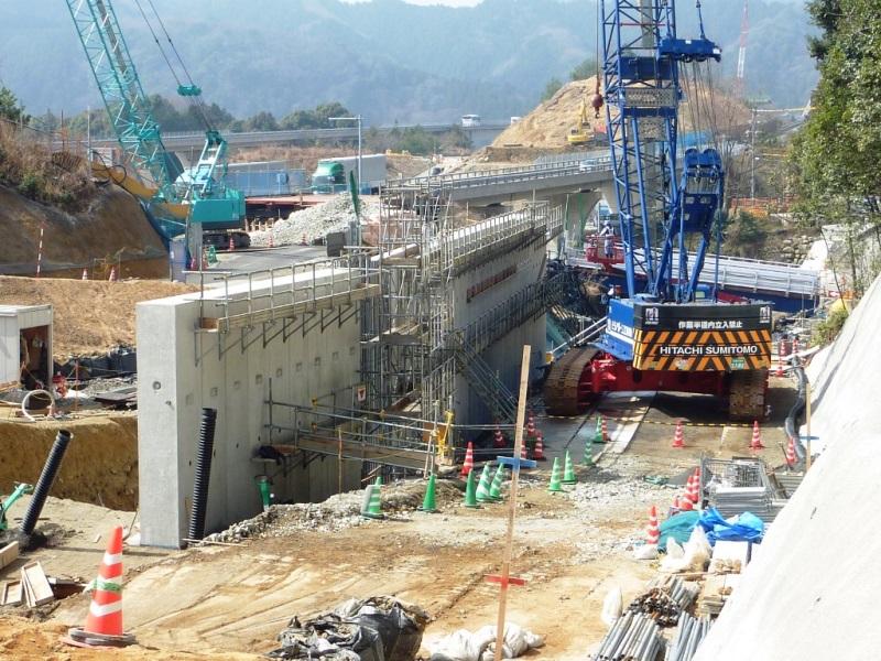 特殊L型擁壁の施工例