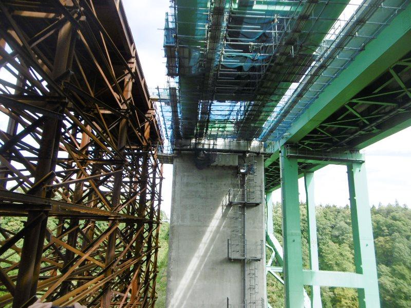 FRP油水分離桝(橋梁型)の施工例