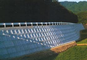 天端に構造物を付けた施工例