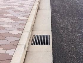 宅地用側溝の施工例(DTタイフ:縁石設置)