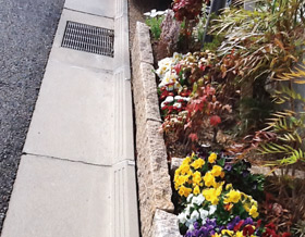 宅地用側溝の施工例(DSタイフ:乗入部滑り止め付き)