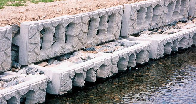 護岸ブロックの多段積みタイプの施工例