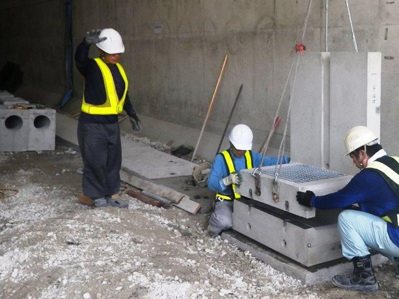 トンネル監視員通路工の施工例