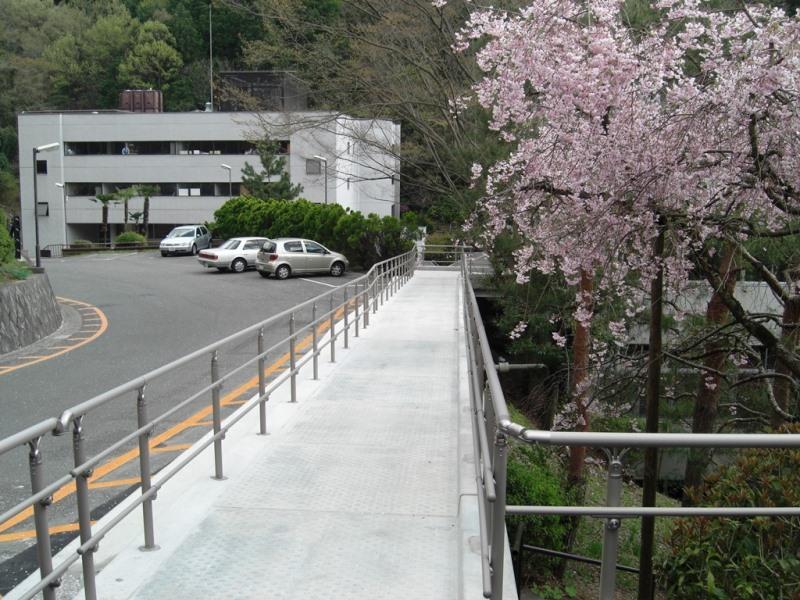 張出歩道の施工例