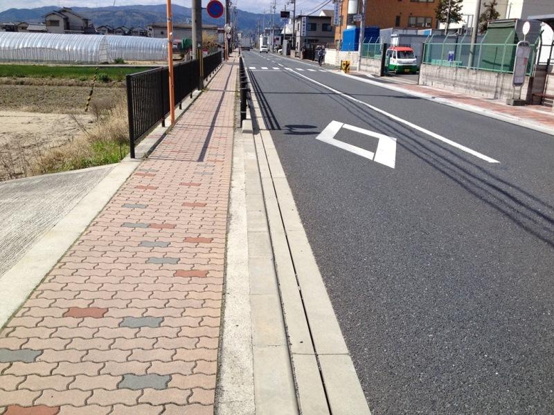 道路側溝でのスーパー側溝の施工例