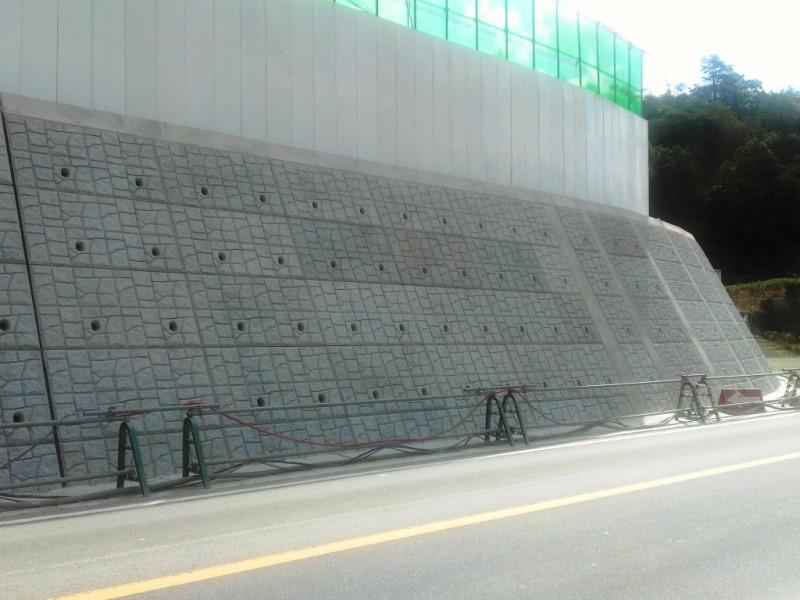 道路法面ブロックでの施工例
