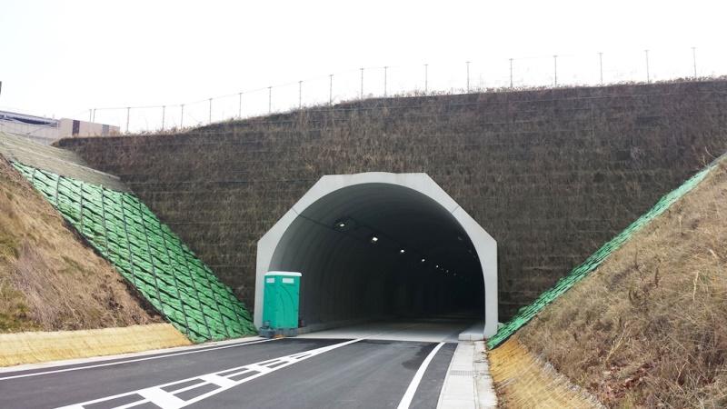 開削トンネル工法の施工例