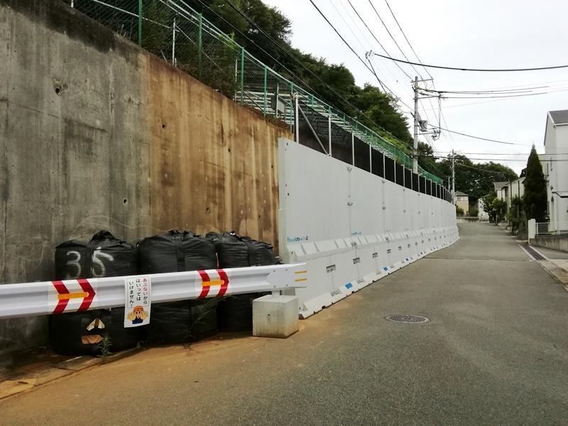 落石防護機能一体型仮設防護柵の施工例