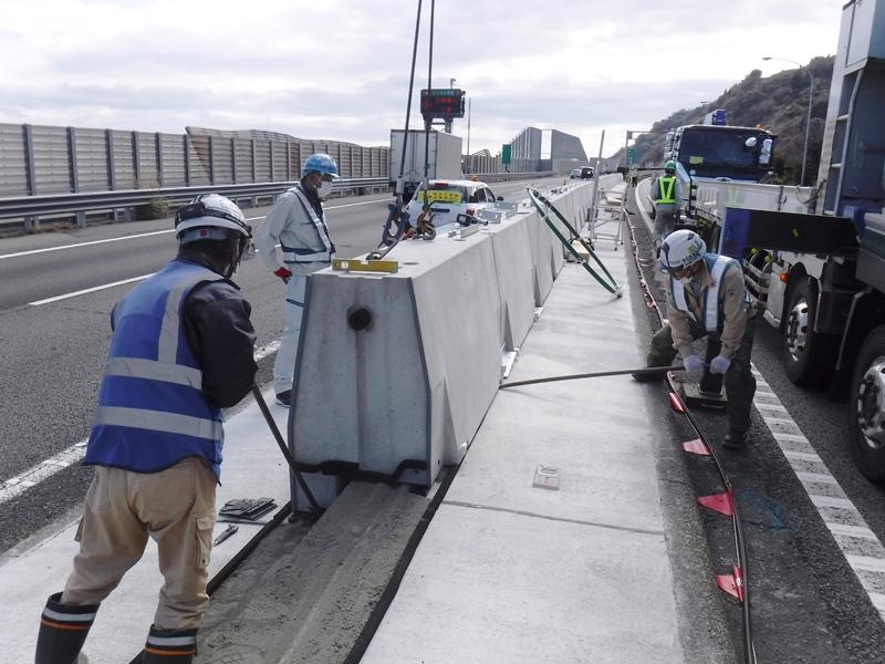 供用路線の中分防護柵改良の施工例